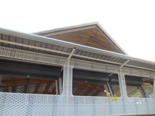 Sci Station, structure lamellé collé, pignon , Kaweni, MAYOTTE 2014.jpg