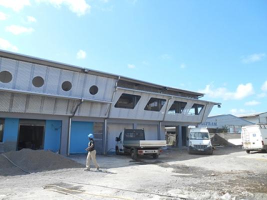 Sci Station, structure lamellé collé, facade, Kaweni, MAYOTTE 2014.jpg