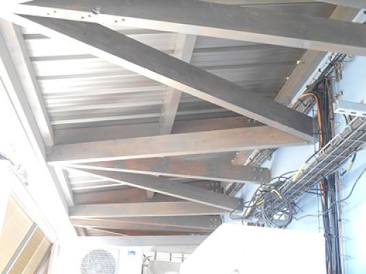 Sci Station, structure lamellé collé, poutre au vent, Kaweni, MAYOTTE 2014.jpg