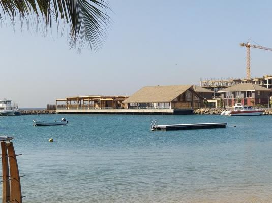 16-Evasion marine, vue des 3 bâtiments et salle de banquet côté mer.jpg