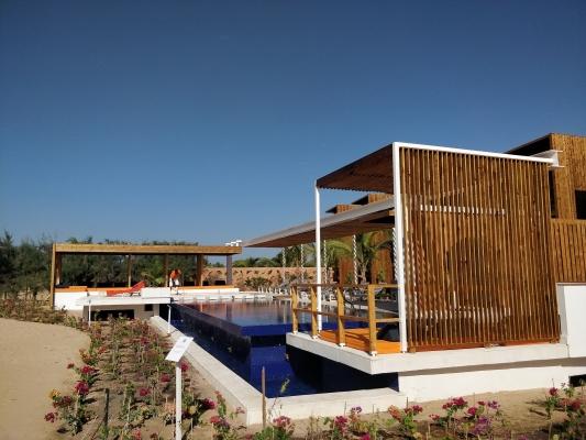 4-Agrandissment Lamantin hotel, vue cote piscine.jpg