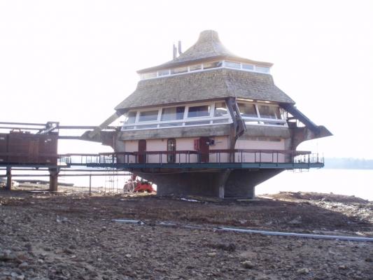 Pagode Remplacement Structure porteuse KERTO-toiture Tuile de Bois  Lac des Settons MORVAN 2008.jpg